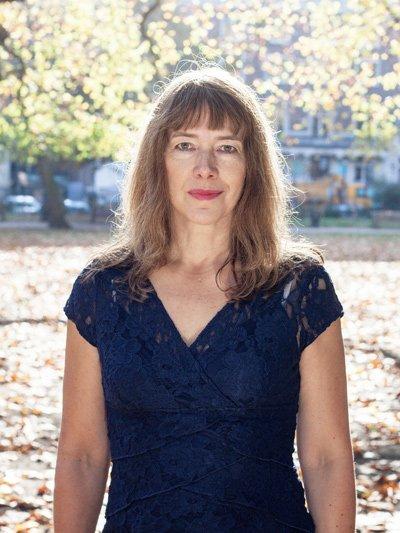 Image of sex therapist Stella Anna Sonnenbaum - blog on how trust affects intimacy